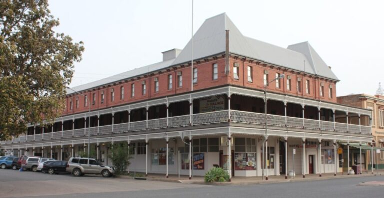Places to Eat Broken Hill - Motel Accommodation in Broken Hill - The Lodge Outback Motel